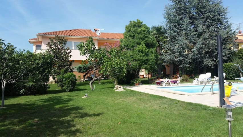 Independent Villa with pool and garden - Fažana - Villa