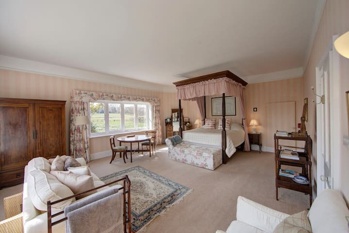 Four Poster Bedroom in Country House