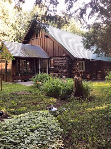 Amish Area River Cabin