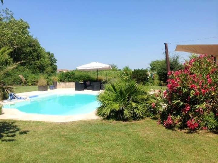 Villa con 3 stanze a Saint-Martin-Lacaussade, con piscina privata, giardino recintato e WiFi