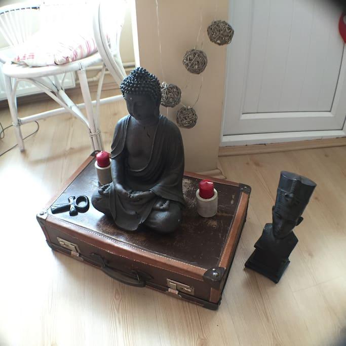 Lovely Buddha, Nefertiti and key of life