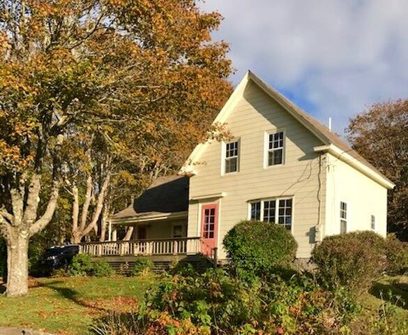 Beautiful downtown Vinalhaven home! Shirley's House