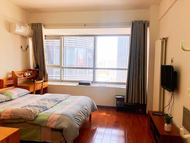 明湖广场 大明湖 趵突泉 五龙潭 火车站一室一厅独栋度假公寓