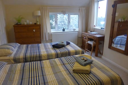 Twin room in Cheltenham Spa - Hus