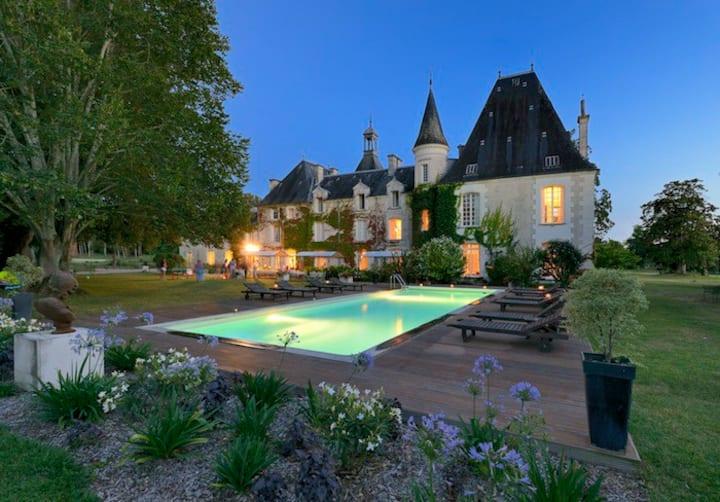 Le confort d'un château dans le Périgord - 20 pers