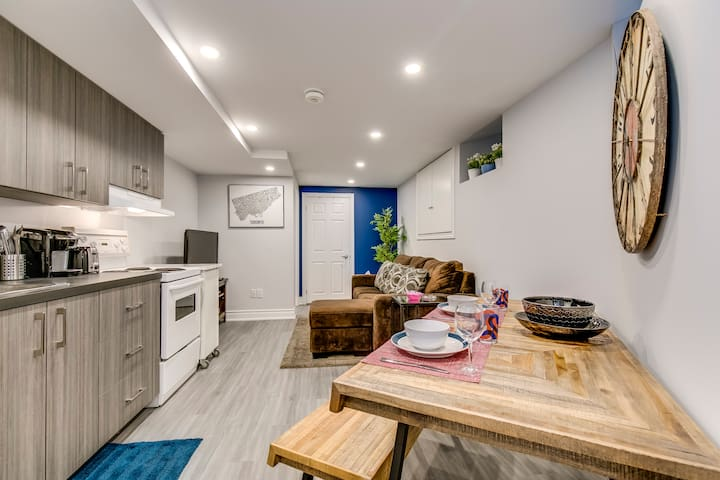 Brand New Stunning 1BR Suite - Near Downtown!