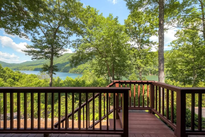 Mountainside Retreat - Stunning Watauga Lake Views
