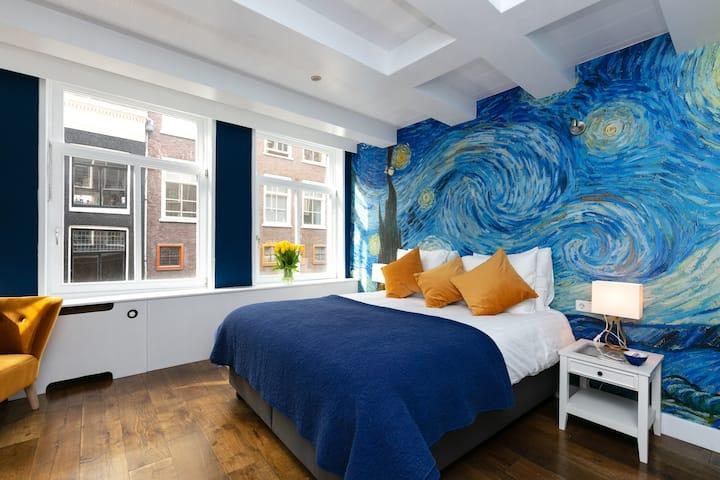 Beautiful Van Gogh studio @BEST location centre