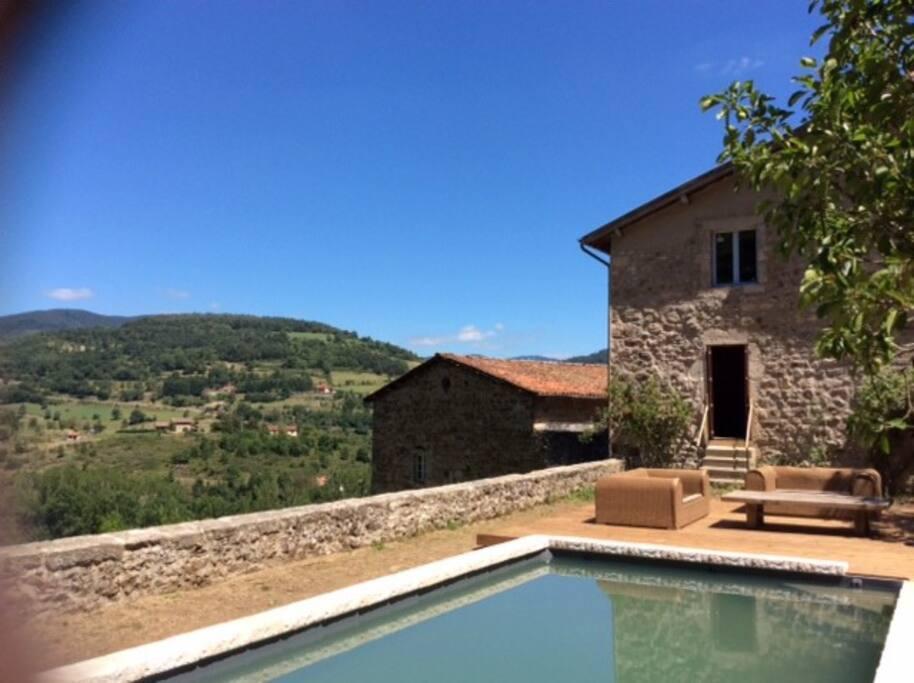 Chambre dans maison en pierre avec piscine houses for for Bourg argental piscine