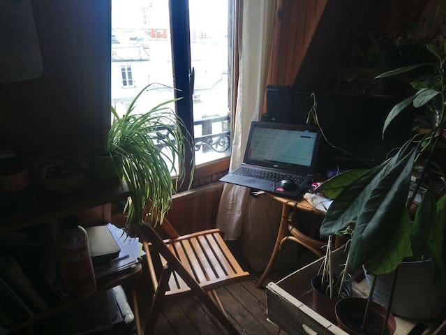 Cozy artist studio in heart of Paris