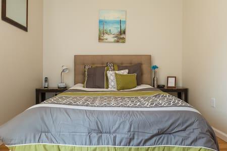 Superhost with best,  COZY room! =) - Lägenhet