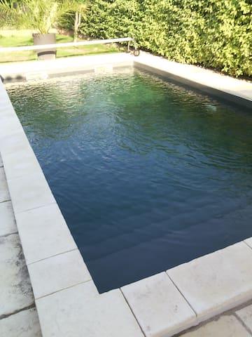 Chambre privée +piscine+ petit dèj - Le Pontet - House