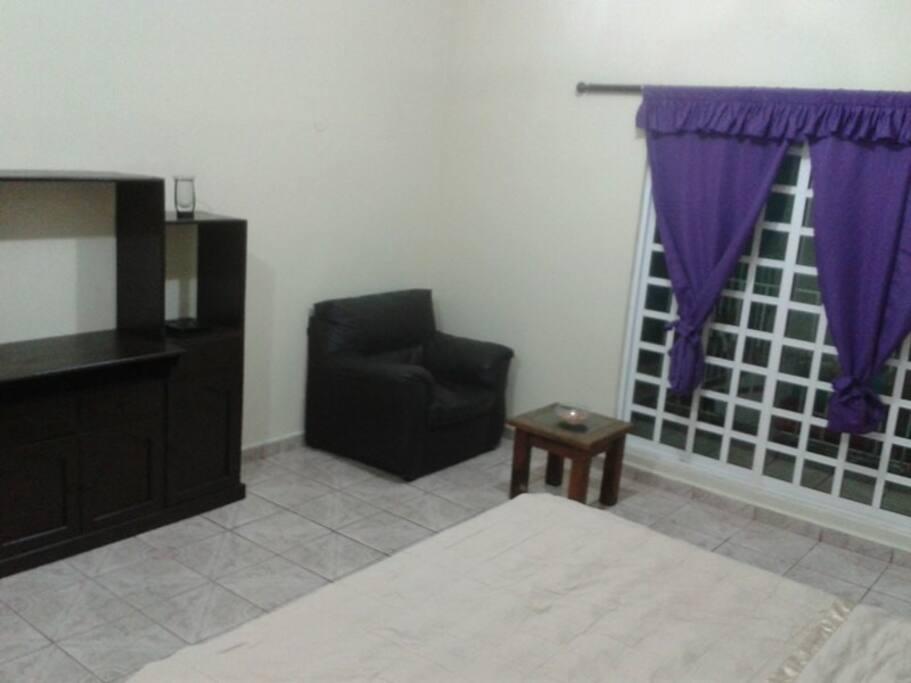 Disfrutaras de una habitación completamente remodelada y con mucho espacio.