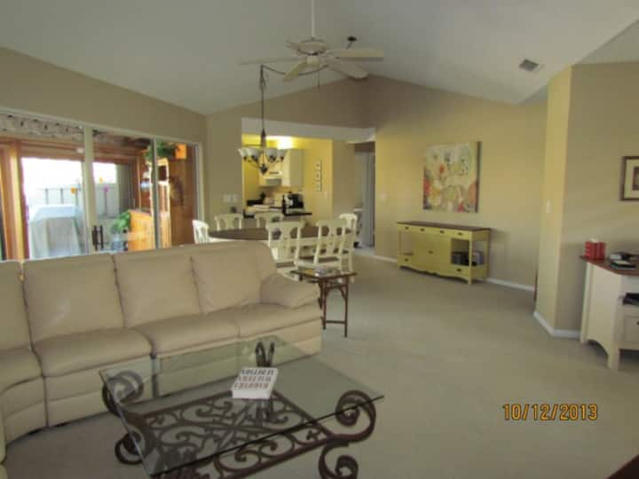 Jupiter Villa -One Floor Home 7 minutes from beach
