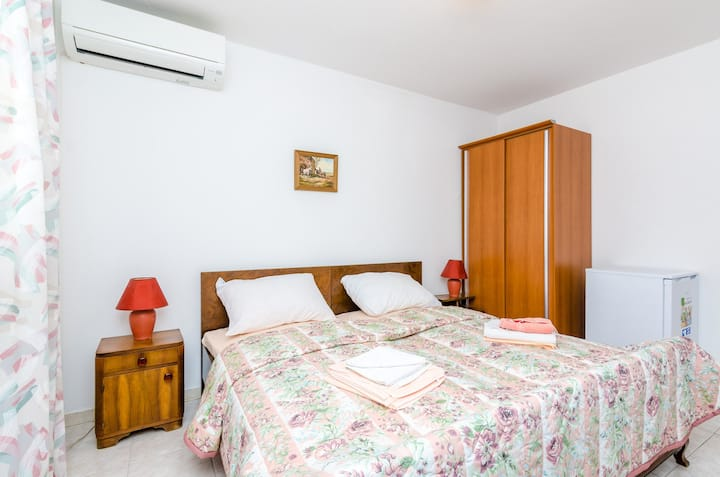 Rooms Villa Bind - Comfort Double Room with Patio and Garden View (R4)