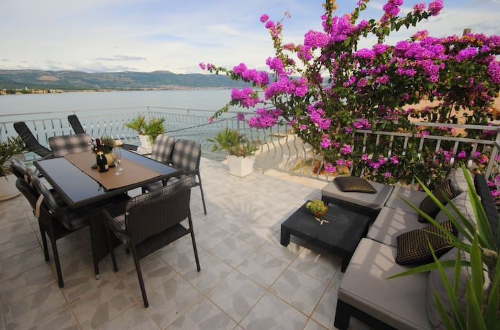 Seaside apartment with 3 terraces