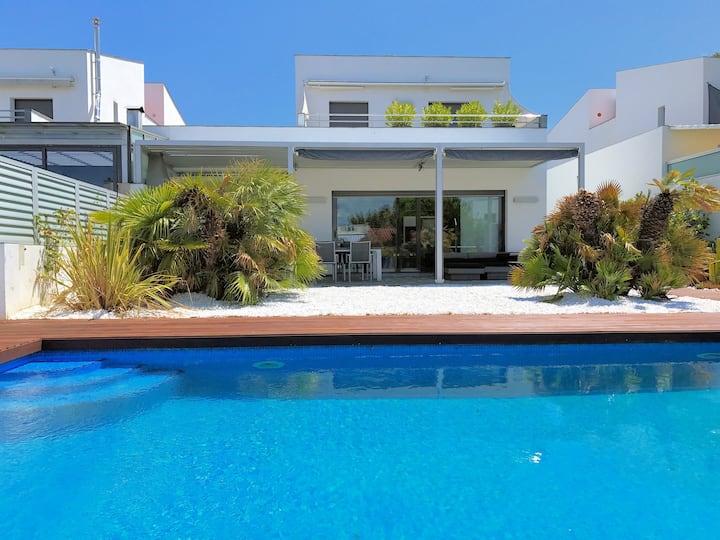 Villa méditerranéenne de luxe avec amarre