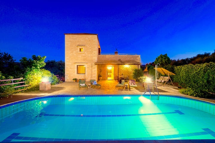 Rhadamanthus Traditional Villa with private swimming pool