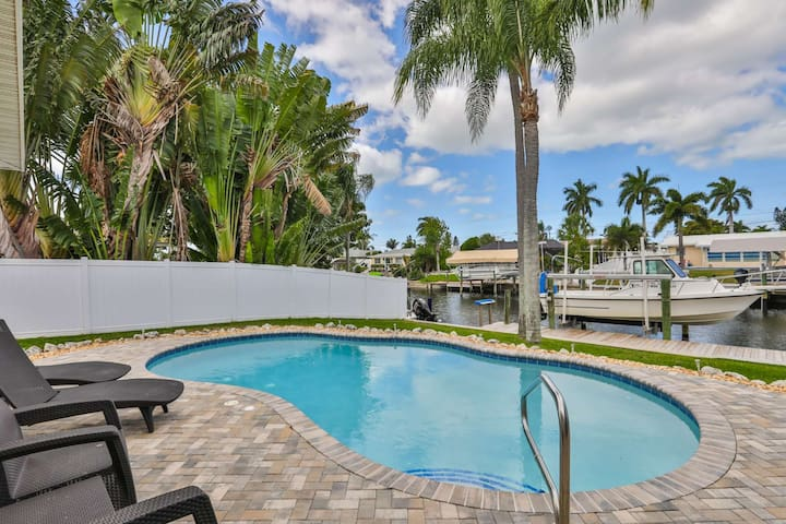 Heated pool, Boat Dock, 2 miles to Anna Maria Beach, WIFI - Pristine Paradise!