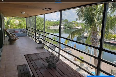 Fantastic Waterfront Home, Fishermans paradise