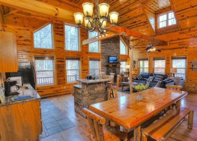 Gorgeous All Wood Interior Cabin - Cleveland - Andre