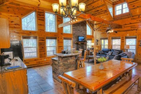 Gorgeous All Wood Interior Cabin - Cleveland - Autre