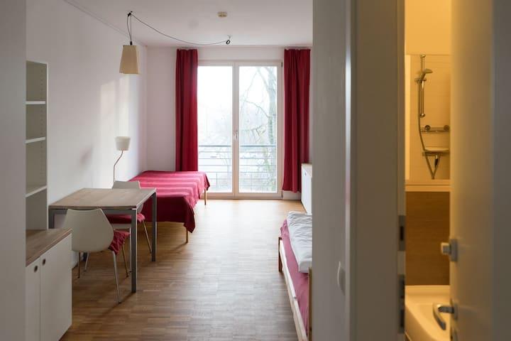 Zimmer mit Blick - Buddhistisches Zentrum/Westend