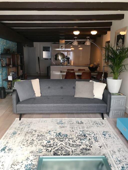 Karakteristieke woonkamer met origineel balkenplafond