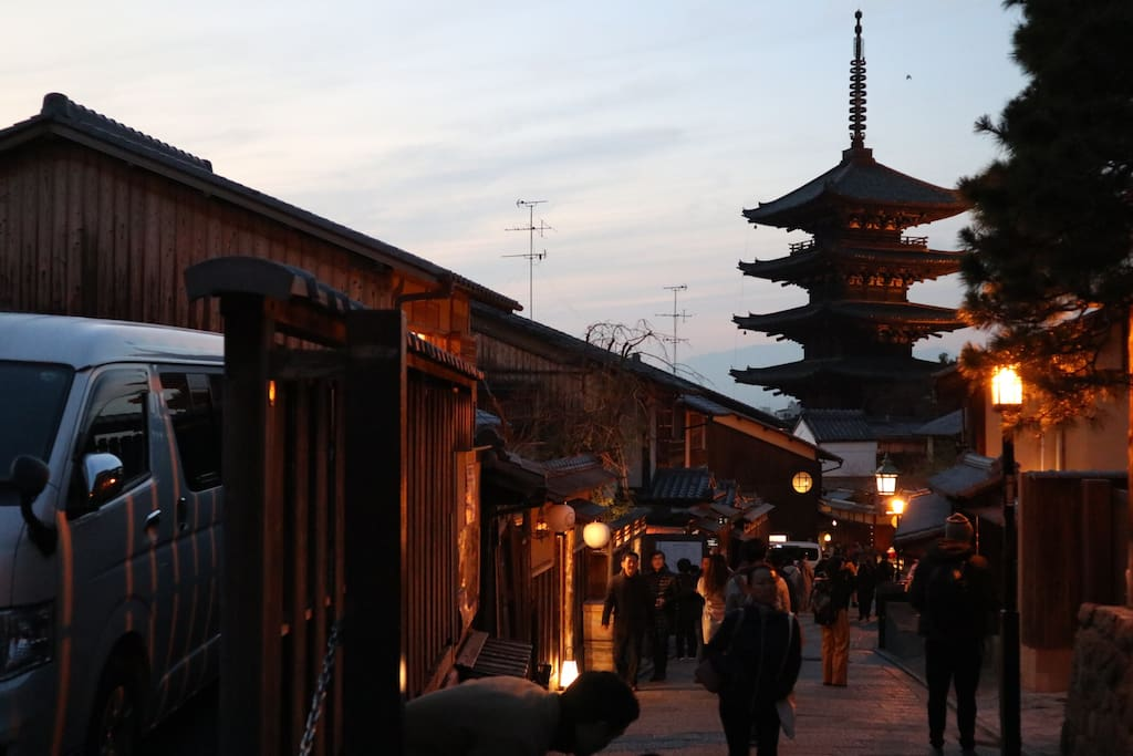 You can explore Gion area by walking from my apartment.