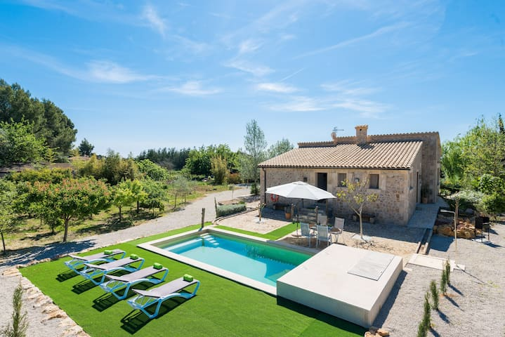 SON FERRAGUT - Villa with private pool in Sa Pobla.