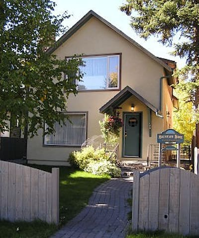 Mountain Home Bed & Breakfast, Banff National Park - Banff - Wikt i opierunek