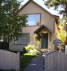 Mountain Home Bed & Breakfast, Banff National Park - Banff - Bed & Breakfast