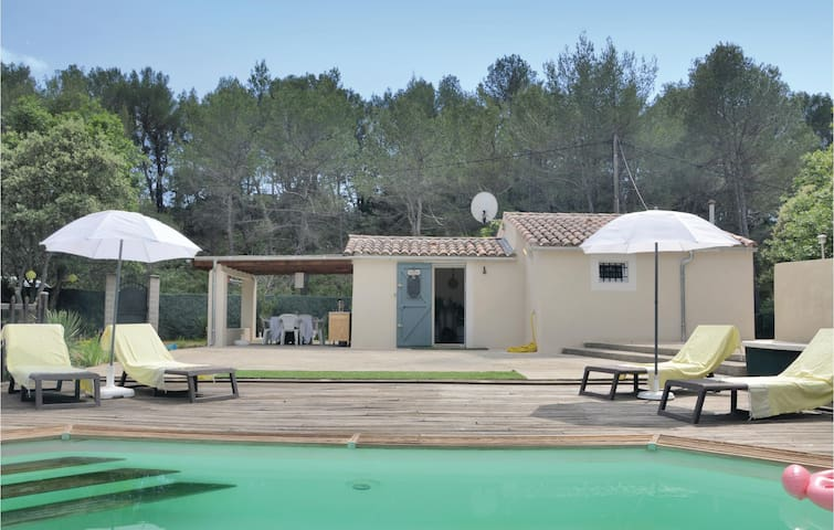 Holiday cottage with 1 bedroom on 32m² in Pourcieux