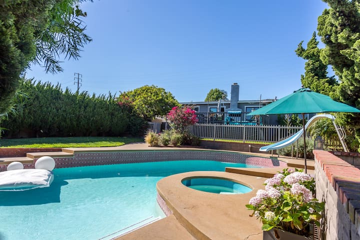 Large Four Bedroom with Pool close to the beach