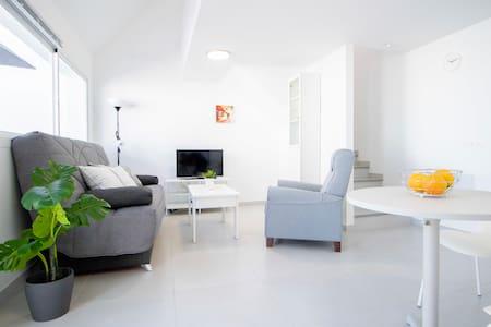 Renoviertes Apartment mit Terrasse neben Anfi