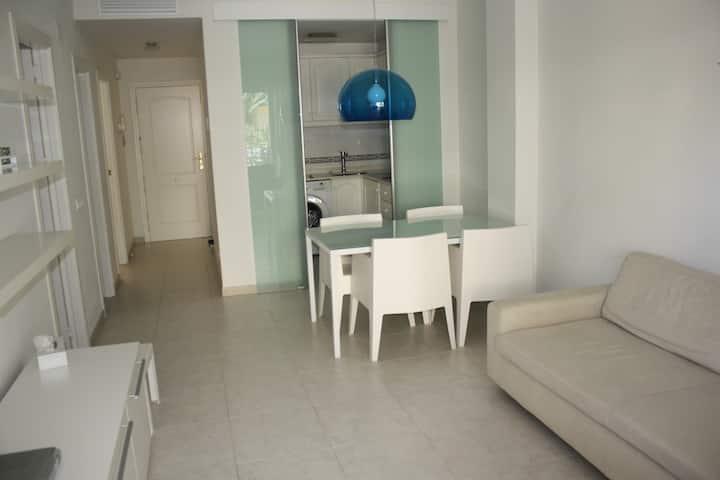 Bel appartement en bord de mer et piscine à Denia