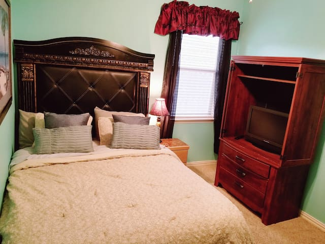 Mckinney Tx. Private rooms! Great location! 121&75