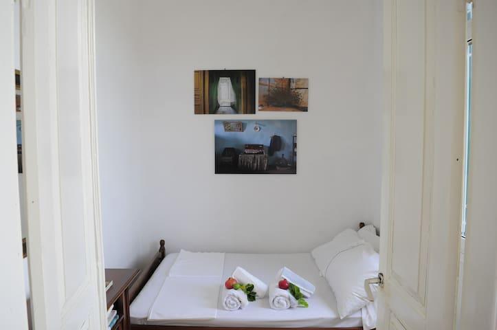 Deo Art House - Nenita