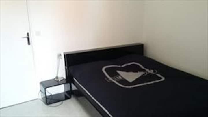 Belle chambre privée au Père-Lachaise