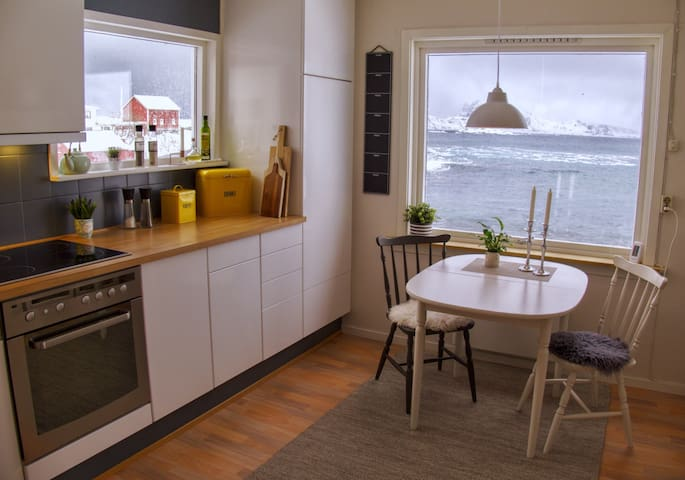 Cosy house with view (and a beach) - Napp - Hus