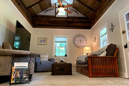 Historic retreat minutes from Lancaster City