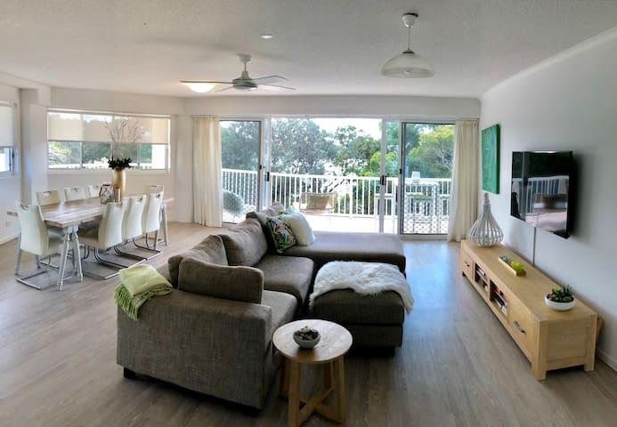 Currimundi Lakeside Apartment