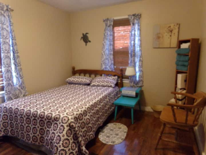 Private Room with Comforts of Home (Seahorse Room)