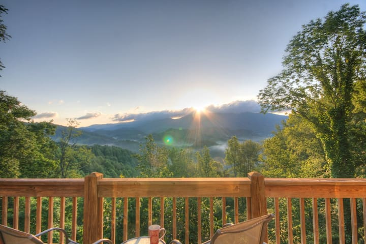 Upscale Home with Sunrise Views, Privacy, Fireplace, Grills, Foosball Table