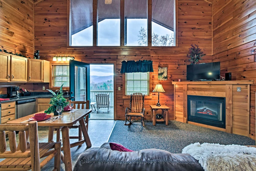 This cozy cabin boasts accommodations for up to 3 guests - perfect for a getaway with friends or a romantic couples retreat.