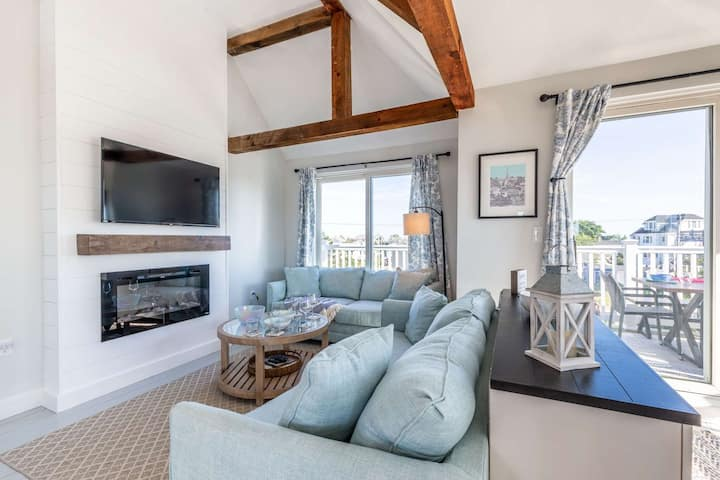 See the Sea! Fireplace, Big Screen TV, family friendly, grill, water views