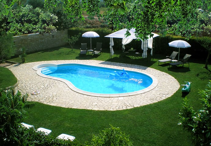Charming apartment WITH THE POOL - Bale - Apartmen