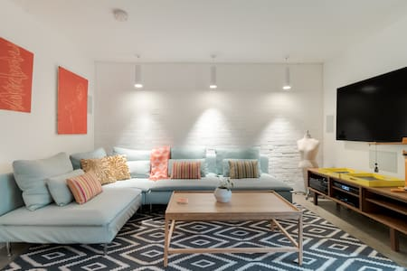 English-Style Basement Apartment in a Historic Row House