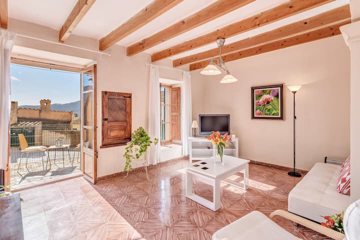 Majorcan Holiday Home Can Torre with Sea View, Mountain View, Wi-Fi & Air Conditioning; Parking Available