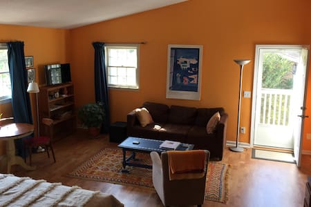 Moroccan-style loft minutes from downtown - Mount Pleasant - Διαμέρισμα